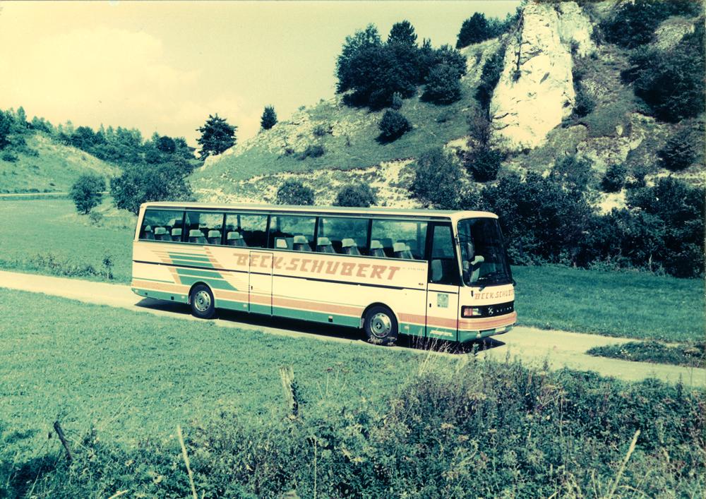 1977: Der erste SETRA S 215 HD, ein einheitliches Firmen-Design hält Einzug
